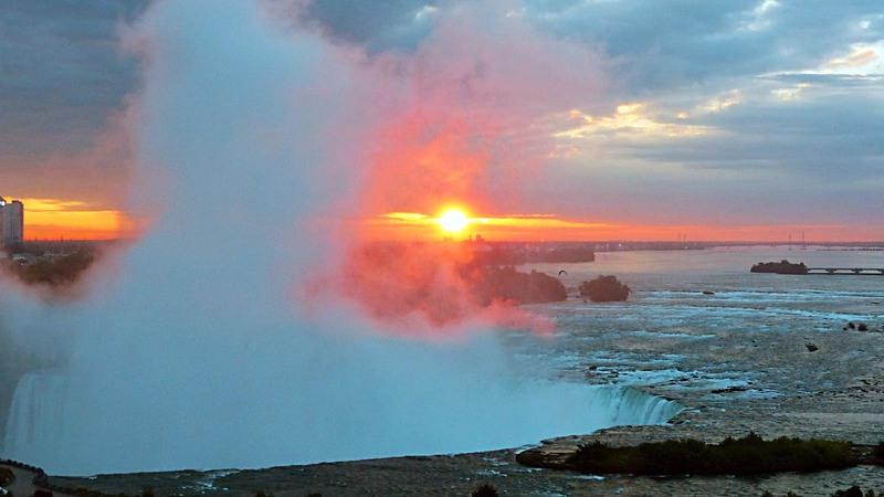 Bonjour de Niagara Falls : lever de soleil sur le Fer à Cheval