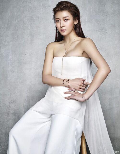 Ha Ji Won pour Vogue
