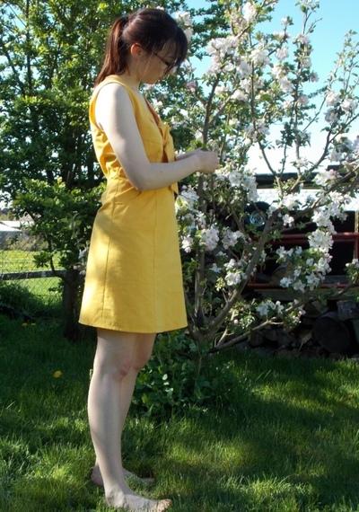 Robe jaune côté