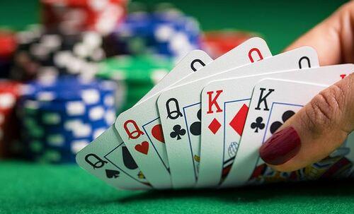 Mana yang Lebih Bertahan Antara Poker Online dan Live Poker ?