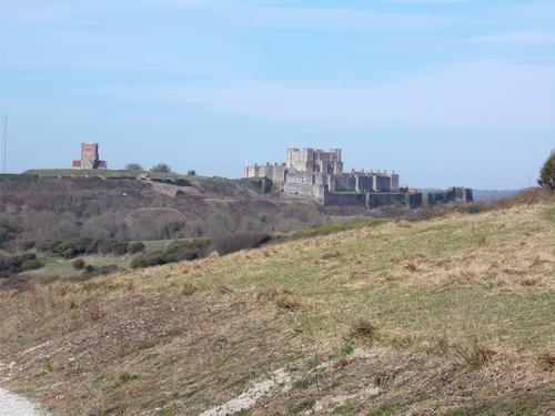 * Le château de Douvres