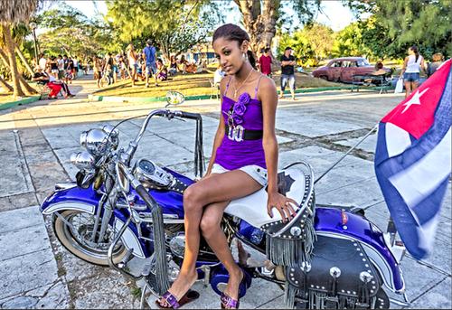 """Les motos """"jurassic"""" de Cuba"""