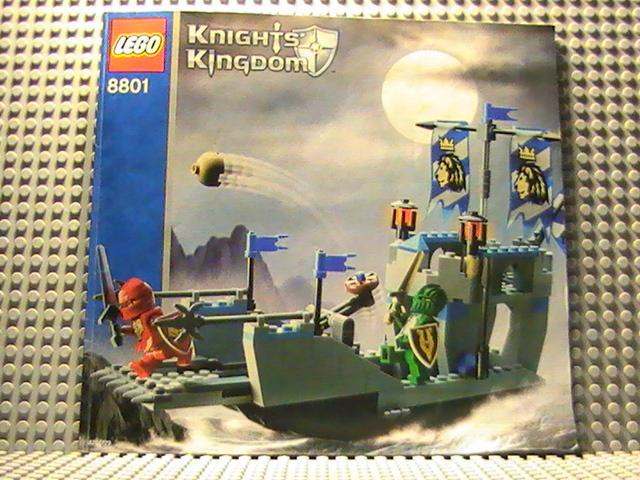 Légo Kinghts kingdom n° 8801 de 2005 - King attack barge.