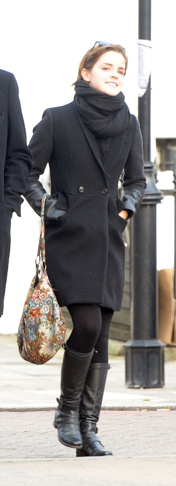 01980_preppie_emma_watson_shopping_in_london_11_122_1166lo