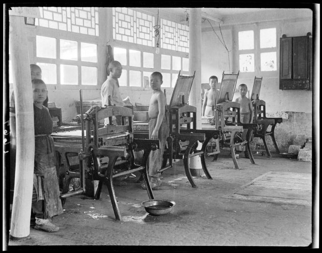 Buddhist Orphanage Reform School, Lithographing. China, Beijing, 1917-1919. (Photo by Sidney David Gamble)