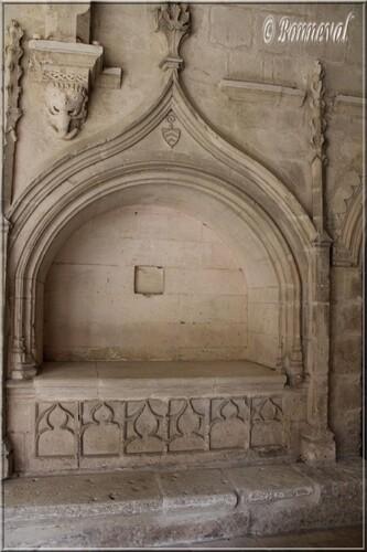 Abbaye de Montmajour cloître enfeu abbé Hugolen galerie nord