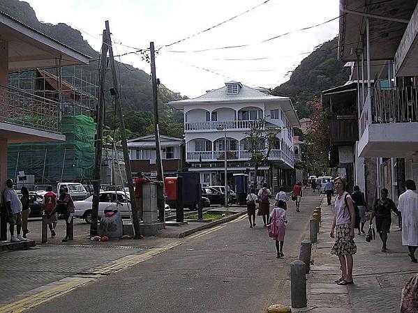 800px-Market_Street_Victoria_Seychelles.jpg