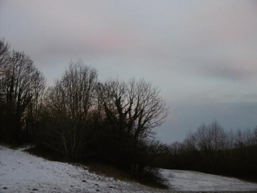 La montagne est déconcertante. Son paysage est plissé et secret. Les mots et les habitudes butent sur le passage des cols