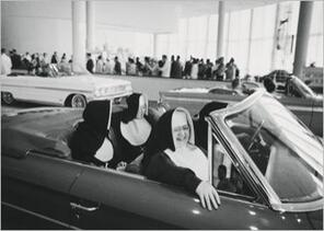 img_1970--New-York--nuns-car-trip_Edouard-BOUBAT_ref~150.003886.00_mode~zoom.jpg