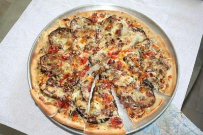 pizza-aubergine-poivron-thon-mozza--4-.JPG