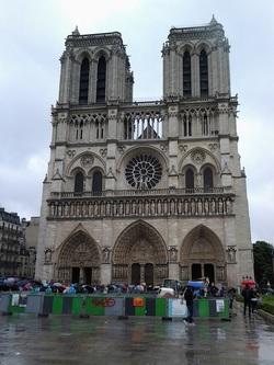 Notre-Dame im Regen