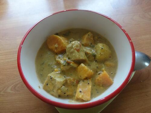 Curry aux patates et tempeh façon saté [Vegan]