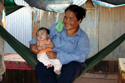 Blog de images-du-pays-des-ours :Images du Pays des Ours (et d'ailleurs ...), Hamac: un accessoire très utilisé par les cambodgiens - Marché de Banlung - Cambodge