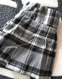 https://www.vinted.fr/mode-femmes/jupes-plissees/77146518-jupe-grise