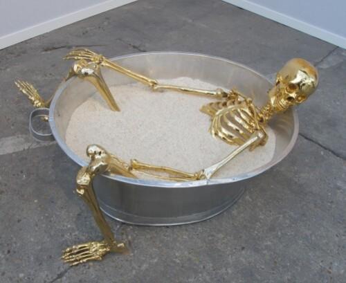 Art-Paris-Agus-Suwage-squelette-dore.jpg