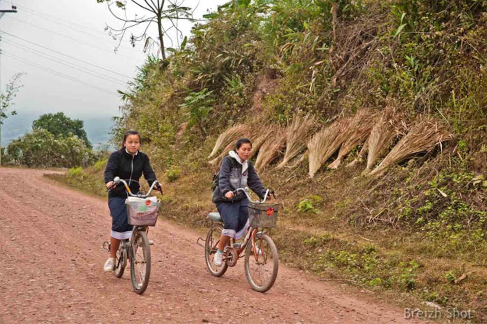 Écolières Lanten, le retour au village