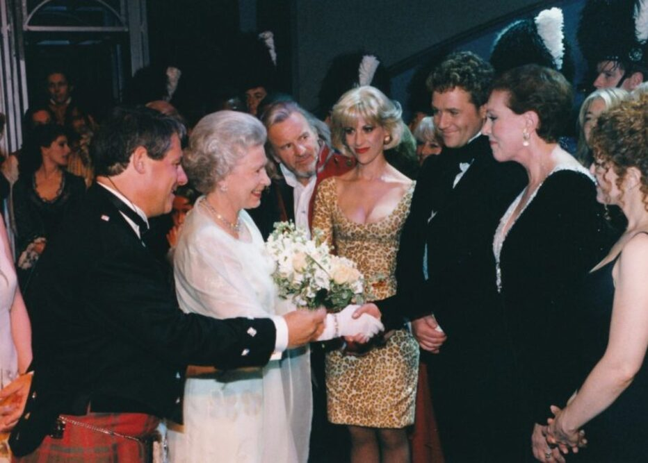 Sir Cameron Mackintoch, Queen Elisabeth II, Colm Wilkinson,Ellen Greene, Michael Ball, Julie Andrews, Bernadette Peters