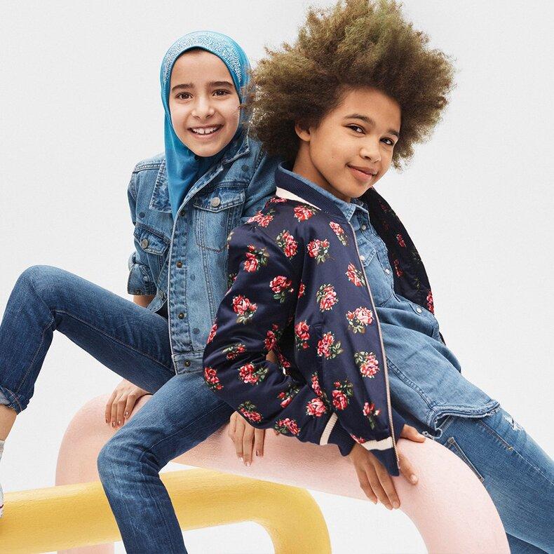 La marque GAP voile une petite fille dans l'une de ses publicités et déclenche une polémique