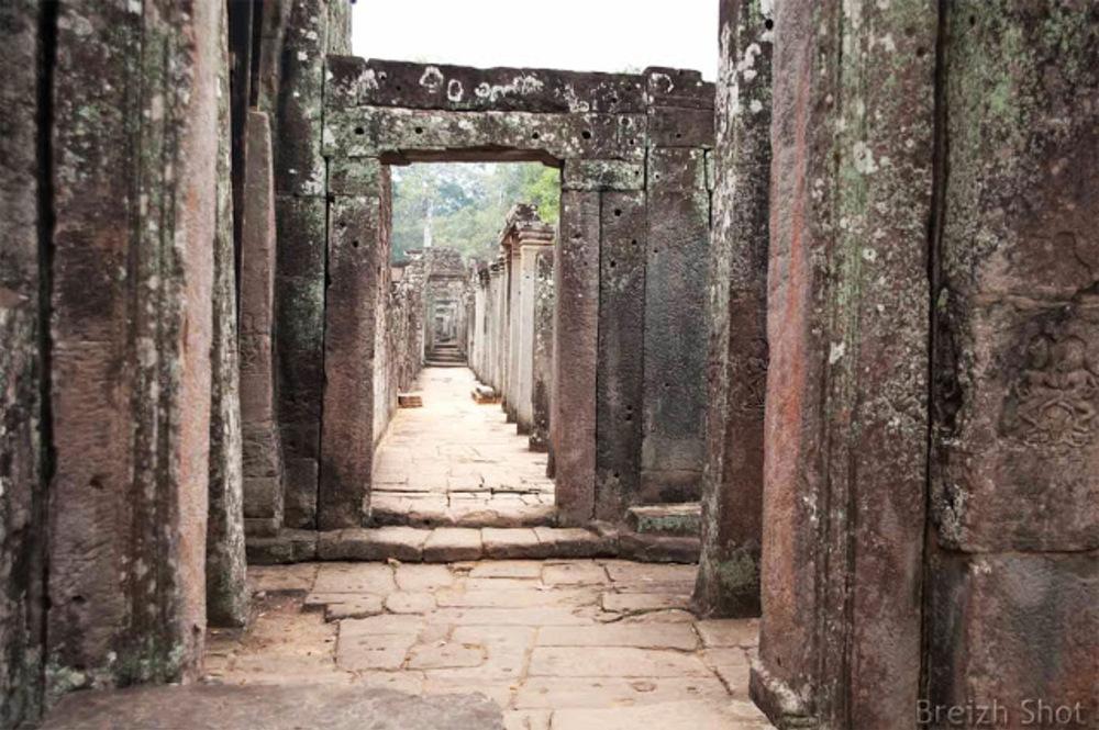 Angkor Thom, le Bayon  portes en perspective