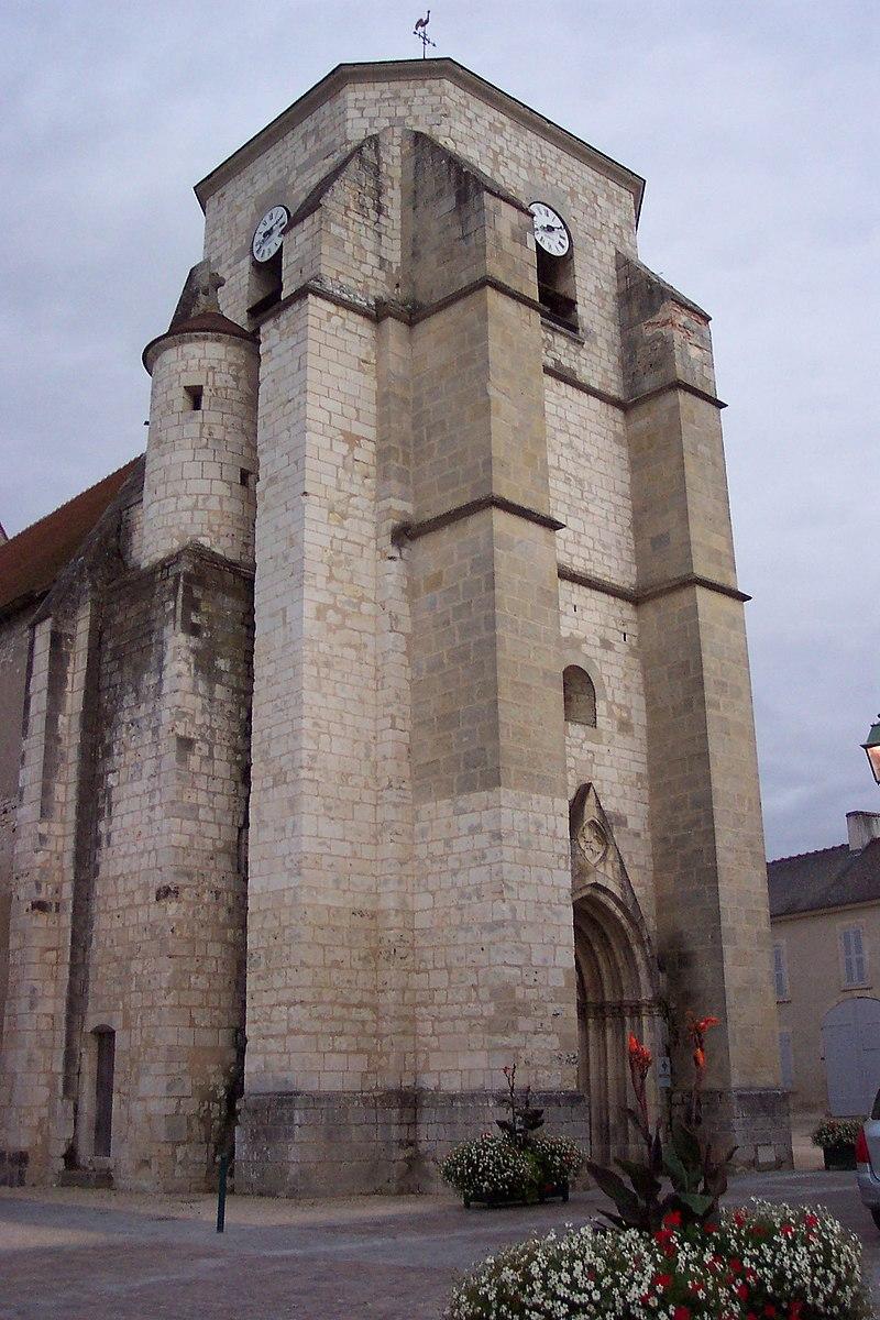 St Martin de Léré tour-porche.jpg