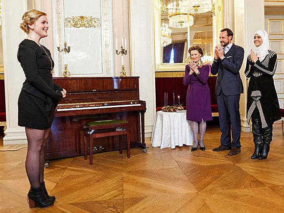 Mette Marit, haakon et Sonja au concert