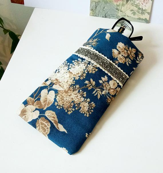 Etui à lunettes ou téléphone mobile, tissu anglais coton floral bleu / beige, molletonné 9,5 x 18 cm