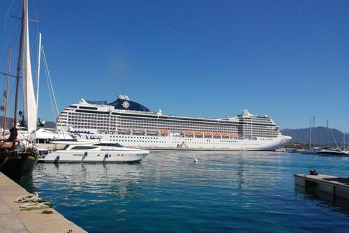 Première vue sur le Port Tino Rossi..