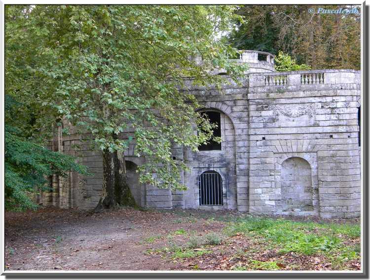 Château du Bouilh - le château d'eau