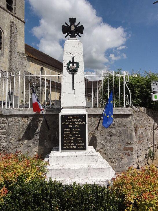 Merlieux-et-Fouquerolles (Aisne) monument aux morts.JPG