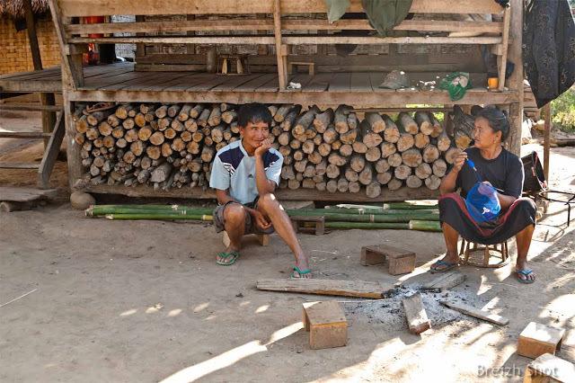 Luang Namtha : Scène de village chez les kamus