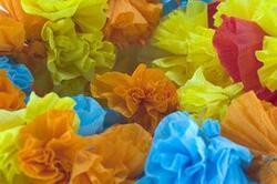 Fabrication de fleurs pour deux festivités