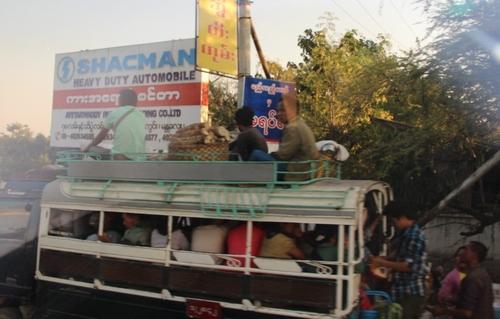 Sur les routes, en Birmanie