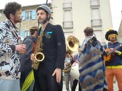 Carnaval de Saillans - place de la République : la fanfare