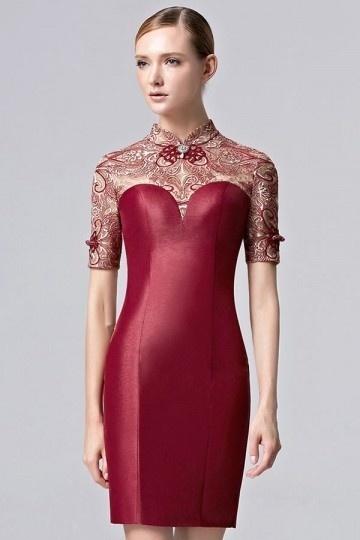 Bordeaux robe courte à col haut