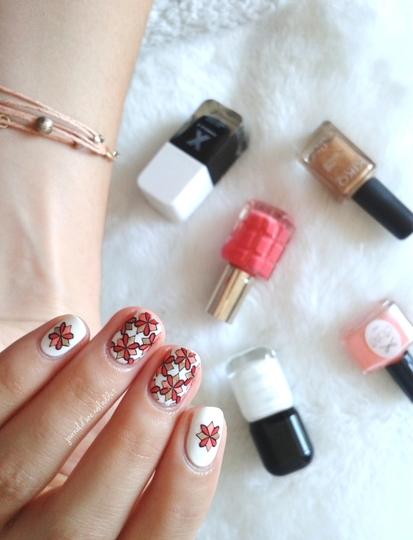 Reverse stamping motif floral
