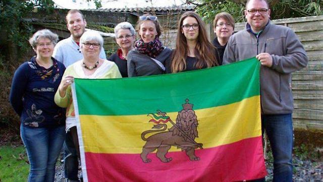 La famille Goaziou avec Yannick à gauche sur la photo prépare leur voyage en Éthiopie ou ils soutiennent une école et une association humanitaire.