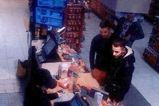 Salah Abdeslam et Mohamed Abrini filmés une station-service de l'Oise le 11novembre2015.