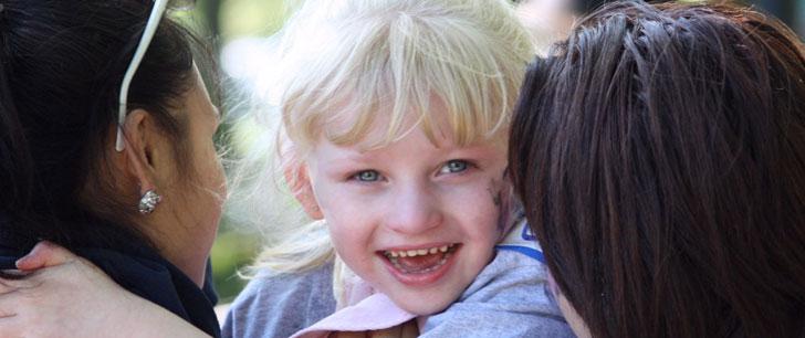 Il existe un syndrome qui pousse les personnes atteintes à sourire constamment !