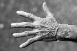 venir en aide maltraitance personnes âgées