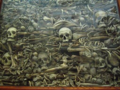 14 Août 1480 : les musulmans massacrent à Otrante (Italie du sud).