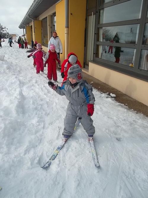 Séance de ski avec les deux classes moyens/Grands