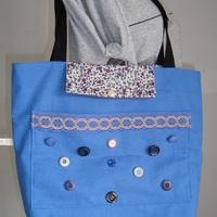 sac bleu à boutons