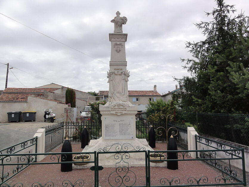 Les Églises-d'Argenteuil (Charente-Maritime) monument aux morts.JPG