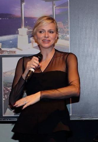 Charlène à Singapour (merci Manon 2012)