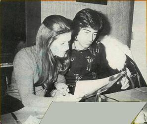 Avril 1974 : Sheila et Ringo déjeunent au resto.