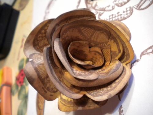 Fleur en papier avec les tampons et dies PAPERARTSY