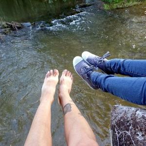 Petit selfie des pieds entre frangine :)