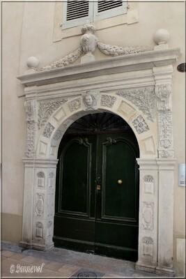Nîmes Hôtel Besserié dit Maison Nicot 16ème et 17ème siècles porte Renaissance Gard