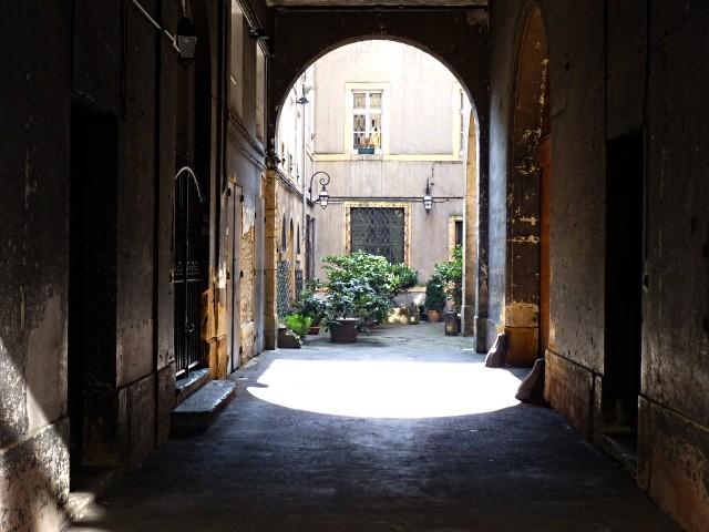 Cour du vieux couloir Outre-Seille 9 Marc de Metz 2011