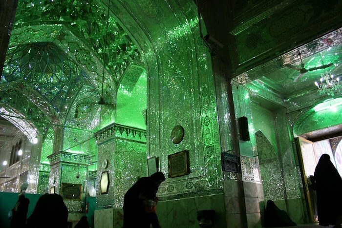 La mosquée d'apparence modeste est un rêve éblouissant à l'intérieur